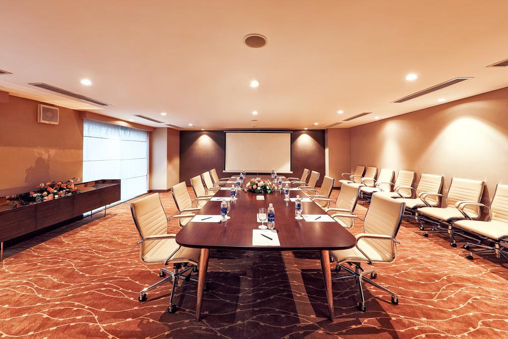 Phòng sự kiện với quy mô vừa với thiết kế sang trọng, thiết bị hiện đại