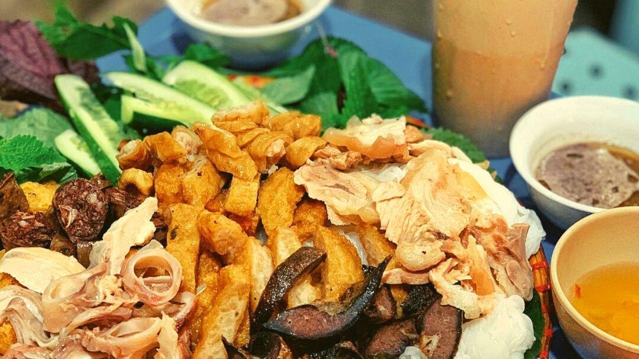 Quán Cô Chinh với bún đậu thịt sụn mắm tôm siêu ngon