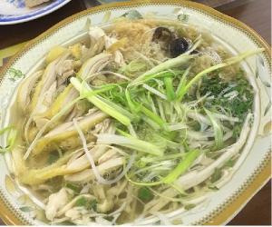 Bát bún thang Thanh Vân thật hấp dẫn vì có rất nhiều thịt