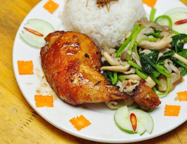 Ăn trưa với cơm nấm đùi gà Nấm Việt Lò Đúc