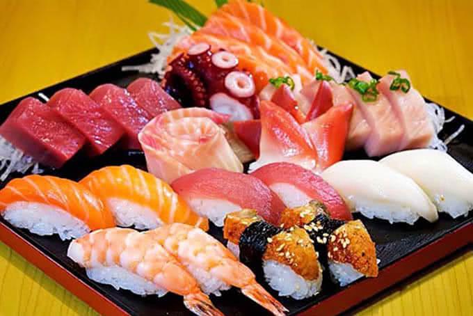 Ăn trưa với cơm cuộn ở quán Sio Sushi