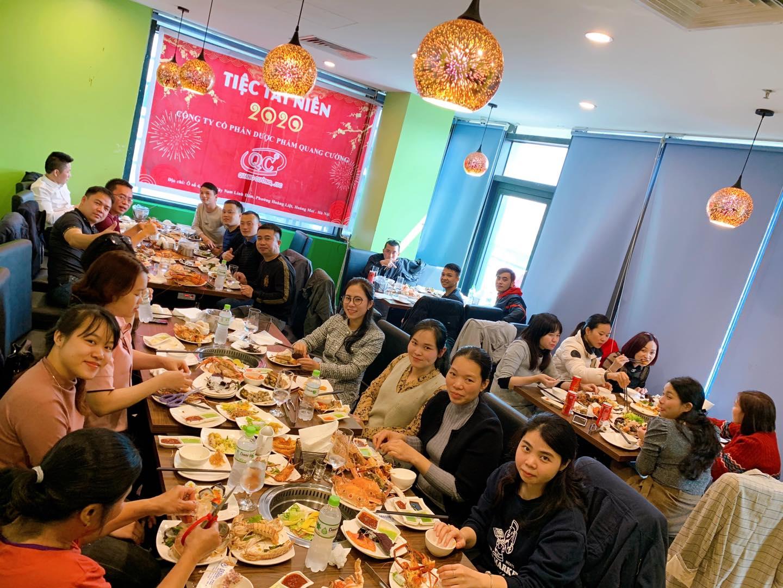 khong gian nha hang dragon sea buffet hai san ha dong